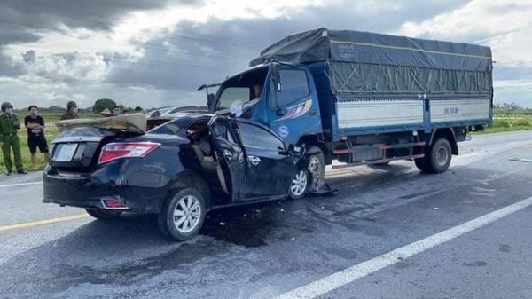 Thương tâm: Hai mẹ con cùng tài xế tử vong sau cú va chạm mạnh trên đường nối cao tốc Hà Nội - Hải Phòng
