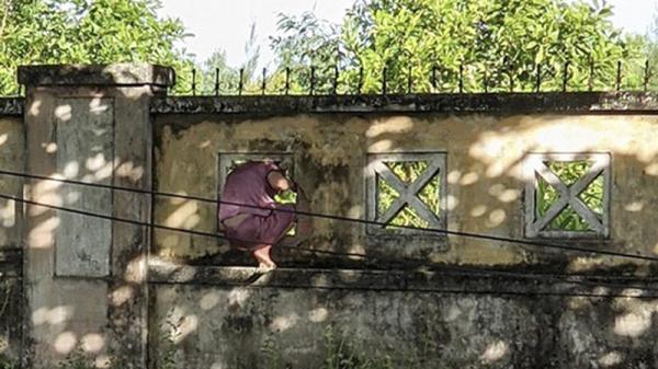 Phạt nữ bệnh nhân COVID-19 chui tường rào bệnh viện ra ngoài