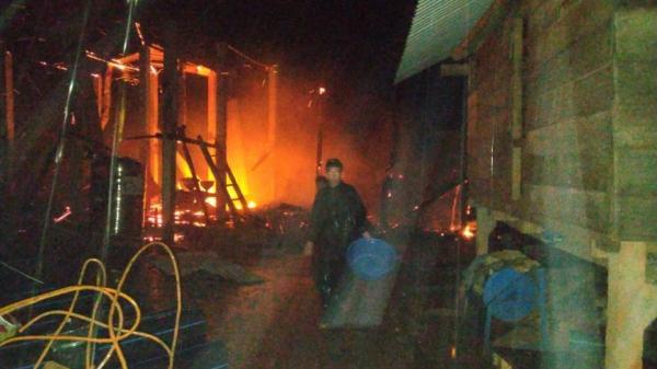 Điều tra vụ hỏa hoạn kinh hoàng trong đêm khiến bố cùng 2 con nhỏ tử vong thương tâm