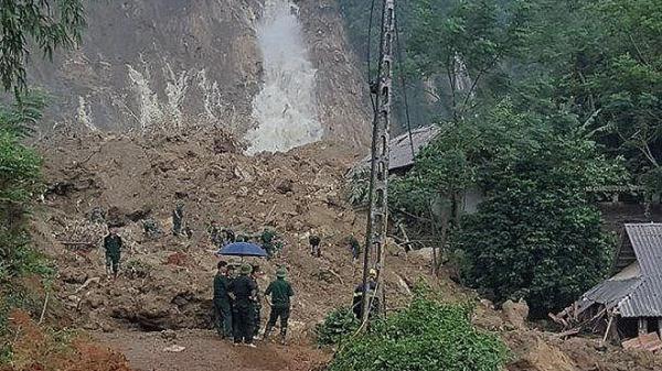 Sạt lở đất vùi lấp 1 nhà dân khiến 4 người thương vong