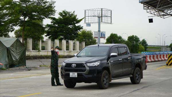 Vùng vàng vào Hải Phòng phải cách ly, nhiều xe từ Hà Nội chấp nhận quay đầu