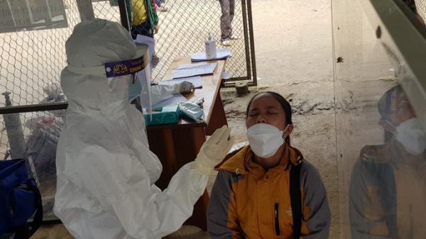 Quảng Nam: 1 trường ở Nam Trà My có 159 học sinh test nhanh dương tính, sạt lở lại bủa vây