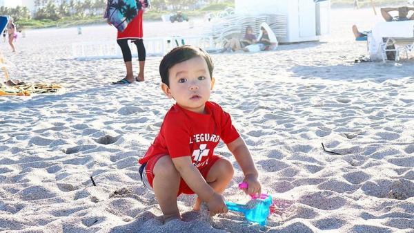 Phạm Hương khoe khoảnh khắc con trai cưng chơi đùa trước bãi biển ở Mỹ