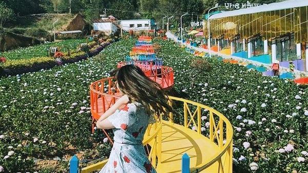 Tọa độ check-in 'hot hòn họt': Vườn thượng uyển đẹp mê li, cầu 7 màu ảo diệu trong 'truyền thuyết'