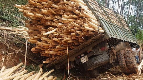 Tai nạn THẢM KHỐC: Xe tải mất lái khiến 7 người tử vong thương tâm