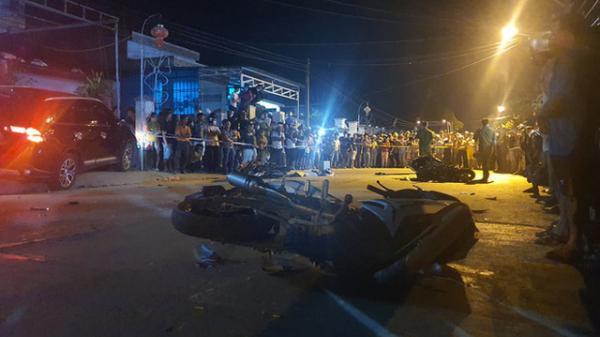 NGHIÊM TRỌNG: Ô tô tông hàng loạt xe máy, 2 người chết, 6 người bị thương