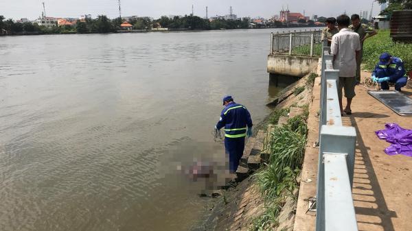 Bàng hoàng phát hiện th.i th.ể nam giới nổi lềnh bềnh đang ph.ân hu.ỷ trên sông