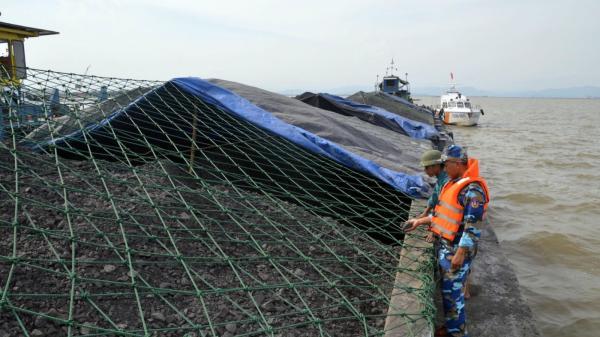 Thuyền trưởng quê Ninh Bình cùng xà lan chở 2.000 tấn than bị bắt giữ