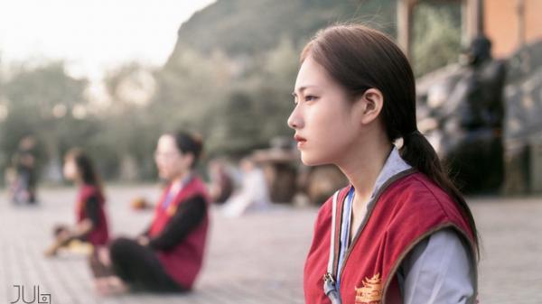 Lên chùa tu hành, nữ sinh Ninh Bình gây bão MXH vì quá xinh đẹp, ảnh đời thực còn choáng váng hơn