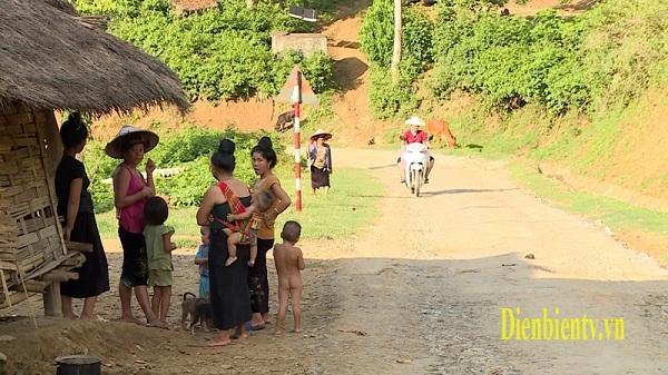 Nguy cơ tụt hậu của đồng bào Xinh Mun ở Điện Biên Đông