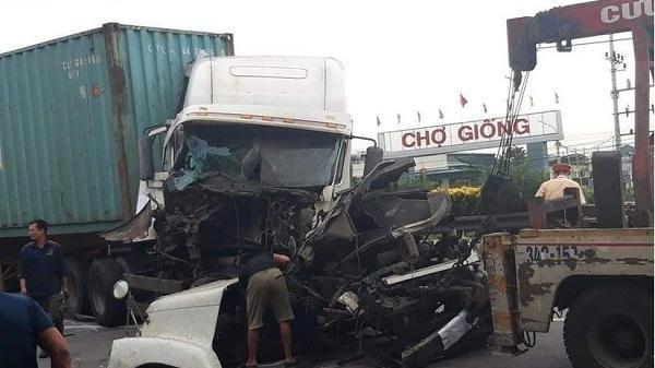 Lại xảy ra tai nạn trên QL5 qua Hải Dương, giao thông ùn tắc kéo dài