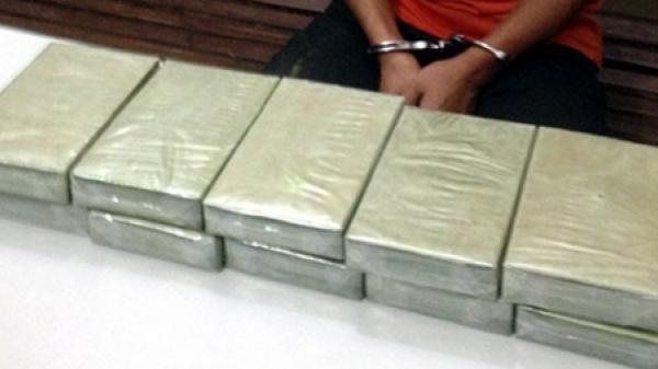 Bắt quả tang vụ vận chuyển 10 bánh heroin