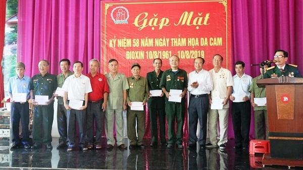 Tặng quà 200 người nhiễm chất độc da cam ở Điện Biên