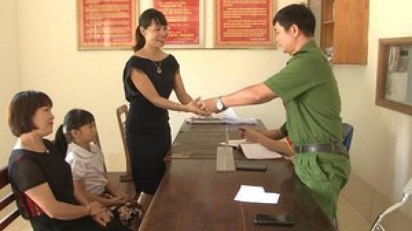 Ninh Bình: Bé gái trả lại 50 triệu đồng nhặt được gần trường học