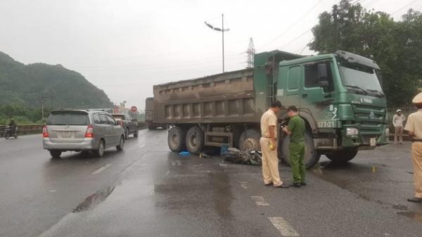 Ninh Bình: Va chạm với xe tải, nữ du khách nước ngoài chết thảm
