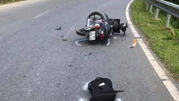 Xe máy đấu đầu xe tải, 1 người tử vong