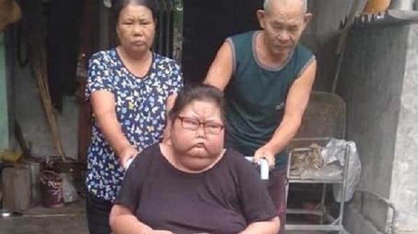 Mẹ già mưu sinh bằng xe bánh mì, 20 năm nuôi con gái mắc bệnh hiểm nghèo