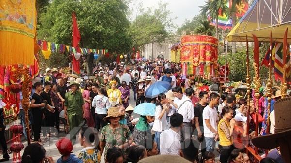 Hàng nghìn du khách về dự lễ cáo yết xin mở hội mùa thu Côn Sơn - Kiếp Bạc
