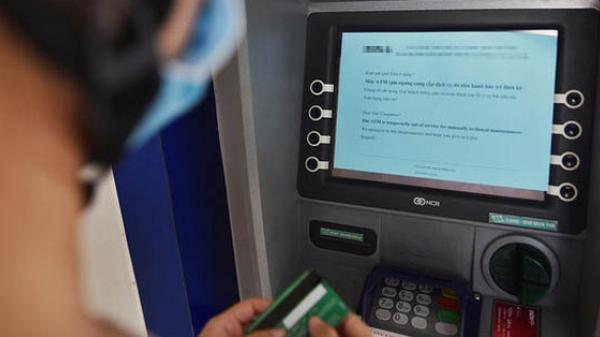 Đi ra cây ATM rút tiền trong thời gian giãn cách xã hội có vi phạm Chỉ thị 16?