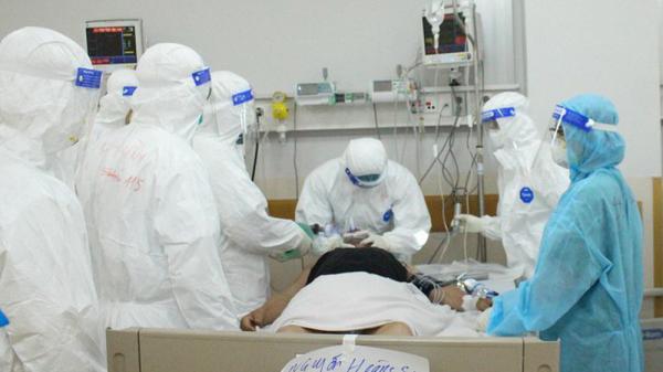 TPHCM: Hơn 900 nhân viên y tế đã bị phơi nhiễm COVID-19
