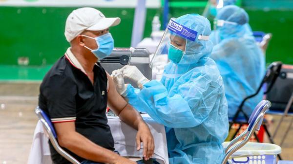Khẩn trương tiêm mũi 2 vắc-xin Covid-19 cho người đã tiêm mũi 1