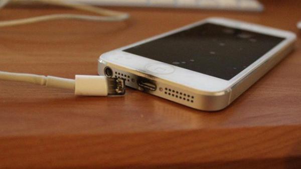 Sạc điện thoại, nam sinh lớp 12 bị điện giật tử vong thương tâm
