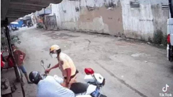 CSGT truy đuổi, thanh niên trốn vào ngõ cụt, lên giọng thách thức khi nhắc đeo khẩu trang