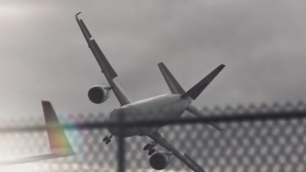 Kinh hoàng khoảnh khắc máy bay lộn vòng trên không trung vì bão quá mạnh, hành khách một phen hoảng loạn