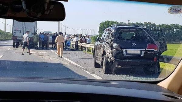 Tài xế Lexus biển 8888 bị đ.â.m t.ử nạn khi dừng xe làm việc với CSGT, đại gia khoáng sản ngồi trong xe thoát chế't