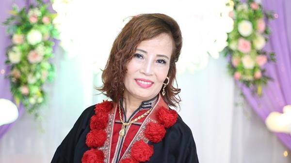 Đám cưới cô dâu 61: Nhà gái karaoke nhạc xập xình nổi nhất phố, nhà trai im ắng đìu hiu người dự