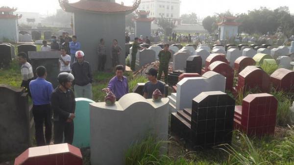 Bàng hoàng phát hiện hàng chục ngôi mộ bị đập phá bát hương