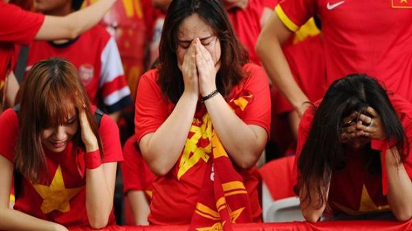 Vừa mừng chiến thắng trước Philippines, CĐV Việt Nam đón 'cú sốc lớn'