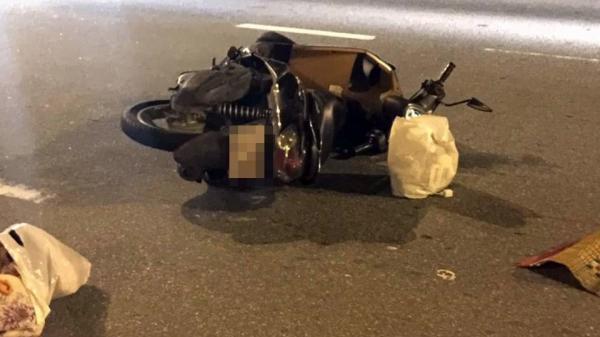 """Xe máy nổ lốp khi đang lưu thông, cô gái đội mũ bảo hiểm """"dởm"""" t ử vong thương tâm"""