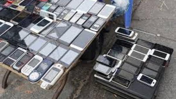 Có một phiên chợ ở miền Bắc bán Smartphone với giá 200 nghìn đồng tràn lan khắp nẻo