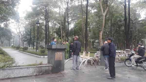 Hà Nội: Hé lộ danh tính t hi t hể nữ giới nằm sấp, không mặc quần trong công viên Hà Đông