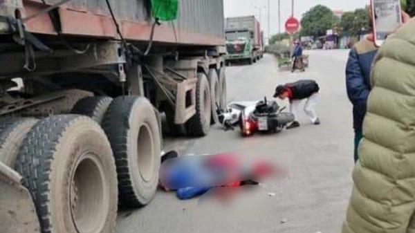 Tự ngã khi sắp sang đường, đôi nam nữ bị xe container cán t ử vong trên QL5 Hà Nội - Hải Phòng