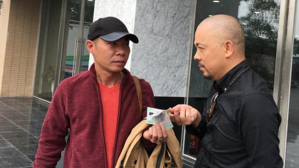 """Táo quân 2019: Lộ ảnh """"cô Đẩu"""" """"đút tiền"""" cho NTK để có xiêm y đẹp"""
