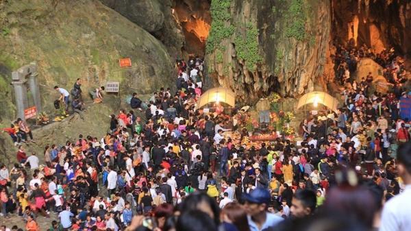 Tiết lộ số tiền thu được từ Lễ hội Chùa Hương, Hà Nội