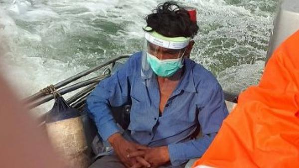 Kẹt ở Malaysia vì dịch Covid-19 người đàn ông Thái bơi qua biển về nhà