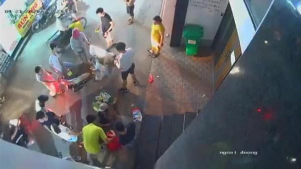 Thấy tai nạn, người phụ nữ áo vàng chạy ra hóng rồi hôi điện thoại của nạn nhân, biến mất không tung tích