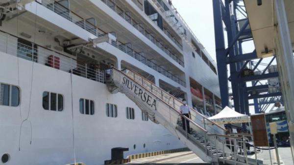 Tàu du lịch chở 800 người từ nhiều quốc gia không vào TPHCM