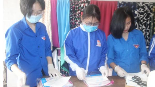 Thanh niên Hà Tĩnh may hàng nghìn khẩu trang phát miễn phí chống dịch Covid-1)