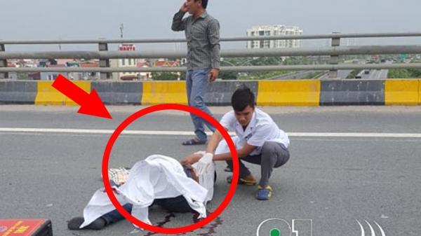 Người đàn ông đi xe mang BKS Bắc Ninh quay đầu ngược chiều la o thẳng đầu ô tô ng uy kị ch