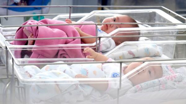 X.ót x.a cảnh 3 bé gái sinh xong gia đình không đến đón về, phải chuyển vào viện mồ côi ngày cuối năm