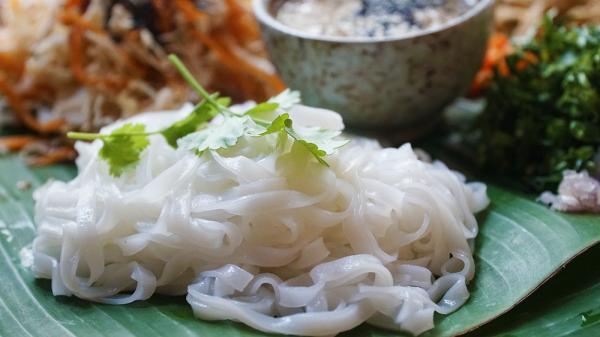 Quán ăn đựng phở trên mâm đầu tiên ở Sài Gòn