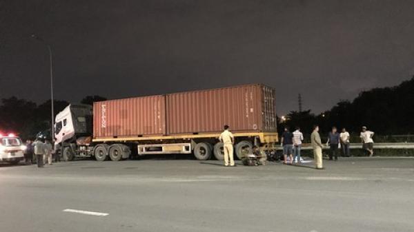 Mô tô thể thao tông xe container ở Sài Gòn, một người t ử vong