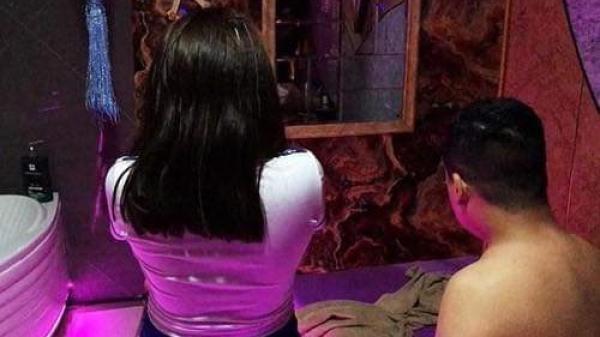 TP.HCM: Khách VIP được 5 cô gái phục vụ giá hàng chục triệu đồng trong tiệm massage