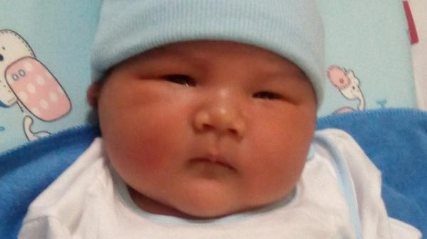"""Bầu đến 6 tháng mà không hay biết, mẹ trẻ Sài Gòn hạ sinh """"quý tử"""" bụ bẫm nặng tới 4,4kg"""