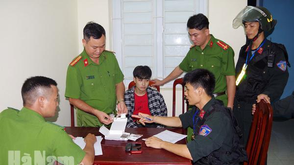 Hà Nam: Bắt giữ đối tượng vận chuyển  ma tú y từ Thanh Liêm về thành phố Phủ Lý tiêu thụ