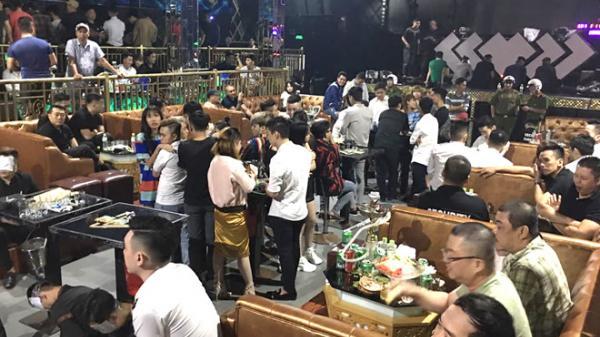 Hàng trăm khách tháo chạy khi cảnh sát đột kích quán bar ở TP.HCM